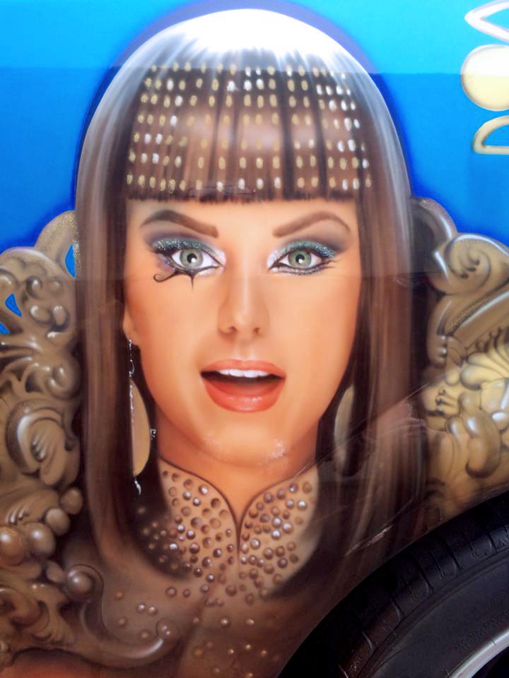 13201308dd Katy Perry Car. Share
