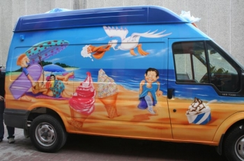 ICE CREAM VAN Airbrushed- Kids and beach scene