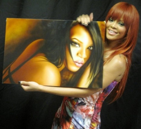 Rihanna with Waynes pic